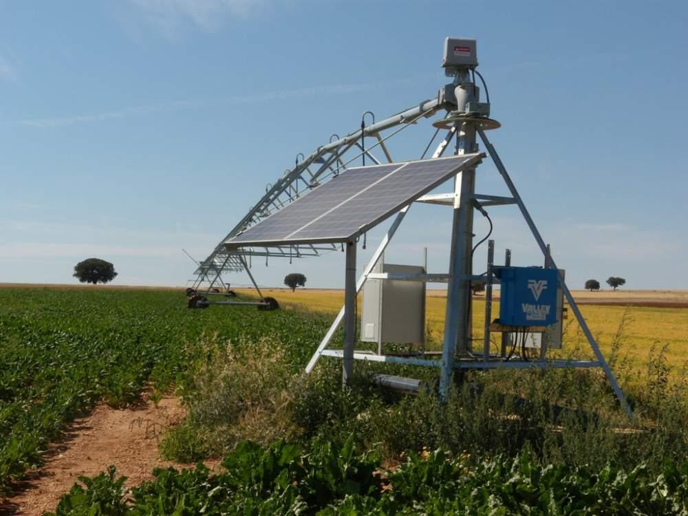 طلب تشغيل مضخات المياه والرشاشات المحورية ومحطات التحلية عن طريق الطاقة الشمسية .